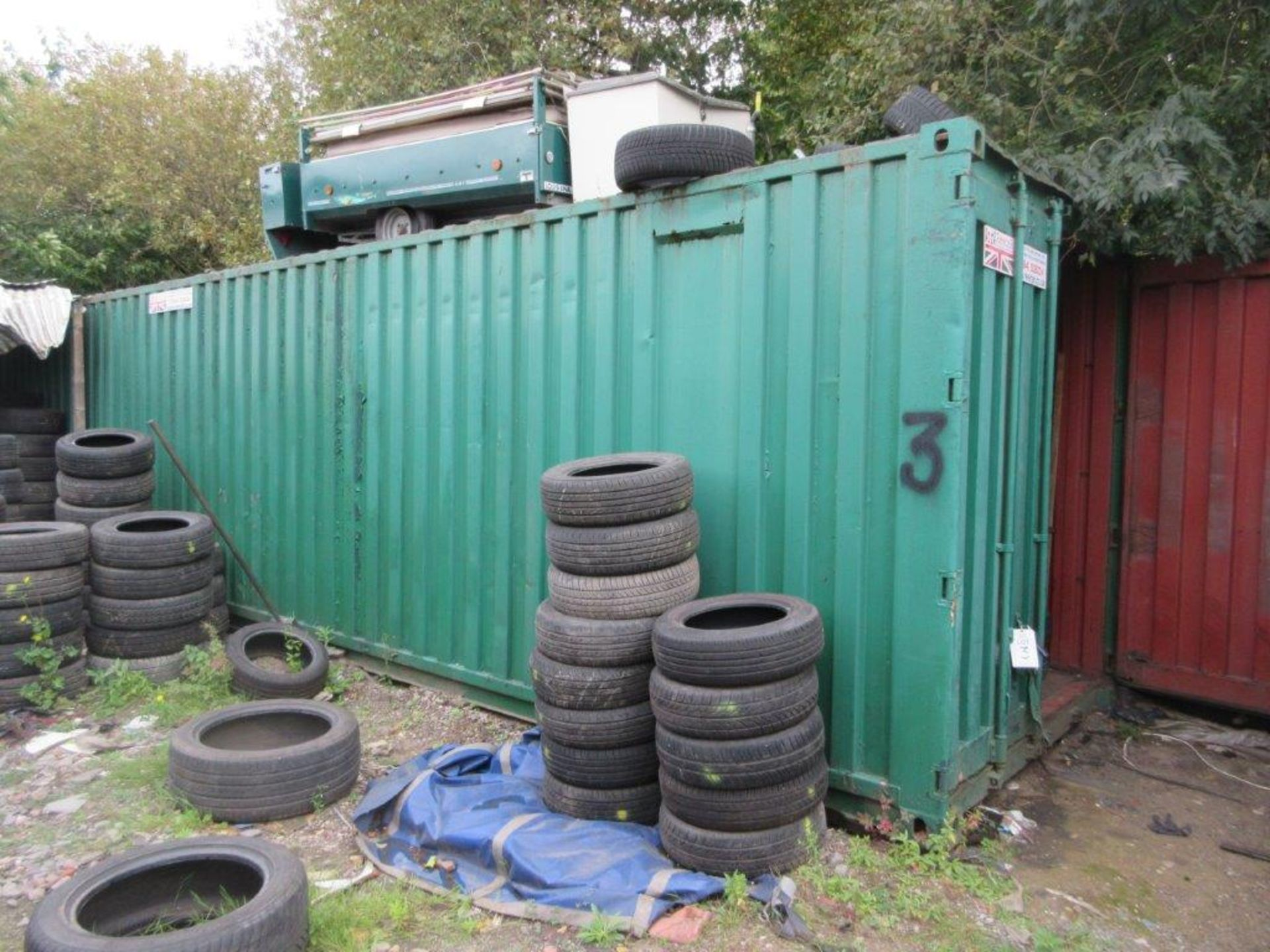 Lot 3 - Green steel shipping container, 40 ft. x 8 ft. approx. (Tyres included with Lot 1). *NB: A work