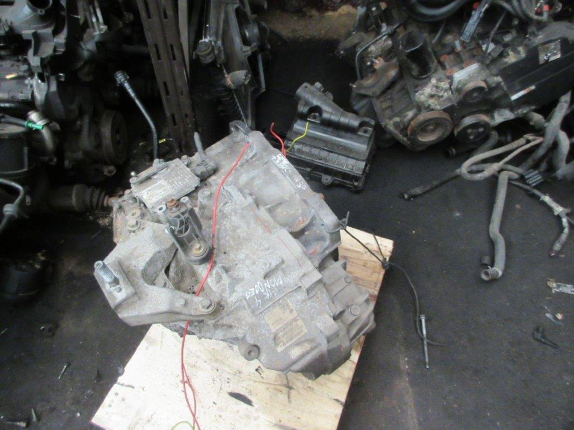 Lot 53 - 17 assorted engines including F6JB Mk 6 Fiesta 1.4 TDCi, Citroen 56 Clio 1.4P, BJB 05 Altea 1.9D, Mk