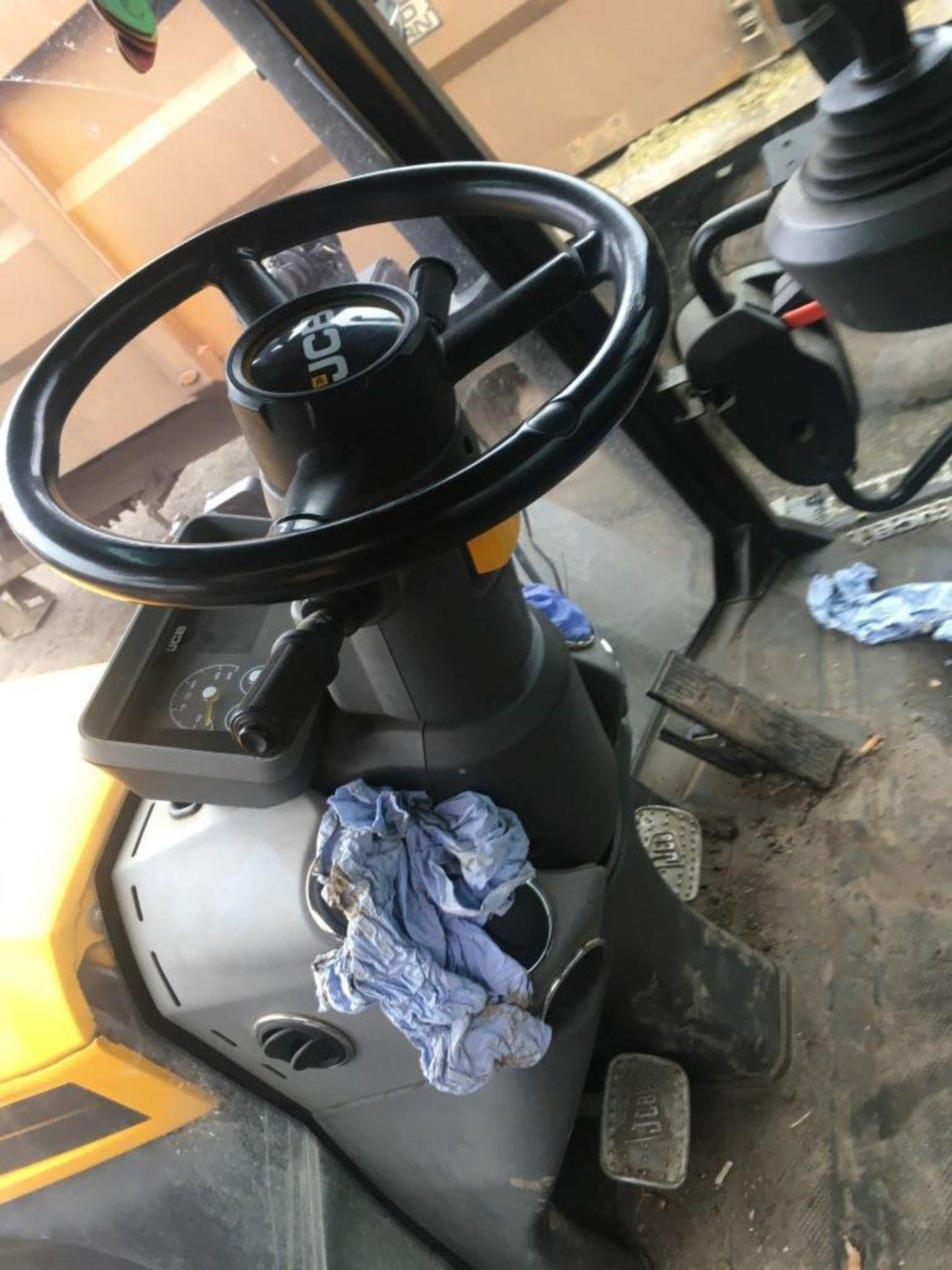 Lot 3 - JCB 4220 Fastrac tractor, YOM: 2017, Reg: AY66 WRC, No. JCB43X60LG2184716, 5,008 hours, with Quicke