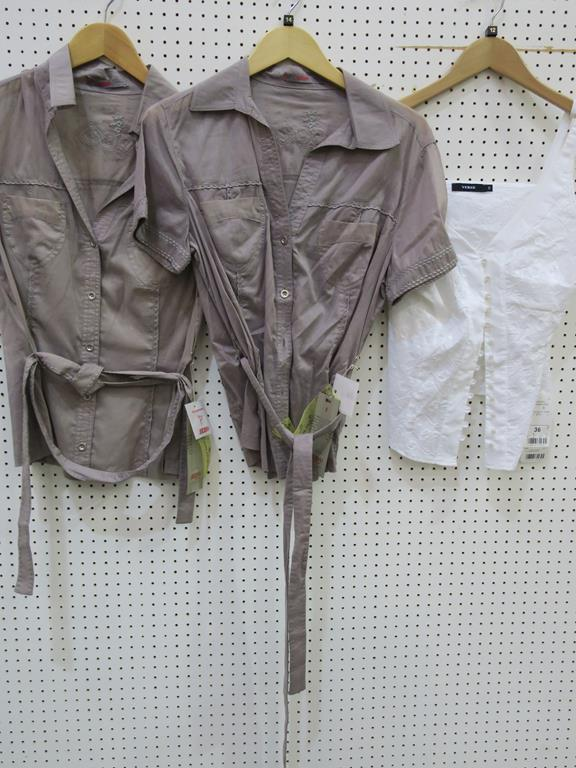 Lot 8028 - * A total of twenty one Ladies Garments (Tops of various descriptions) examples to include Gina