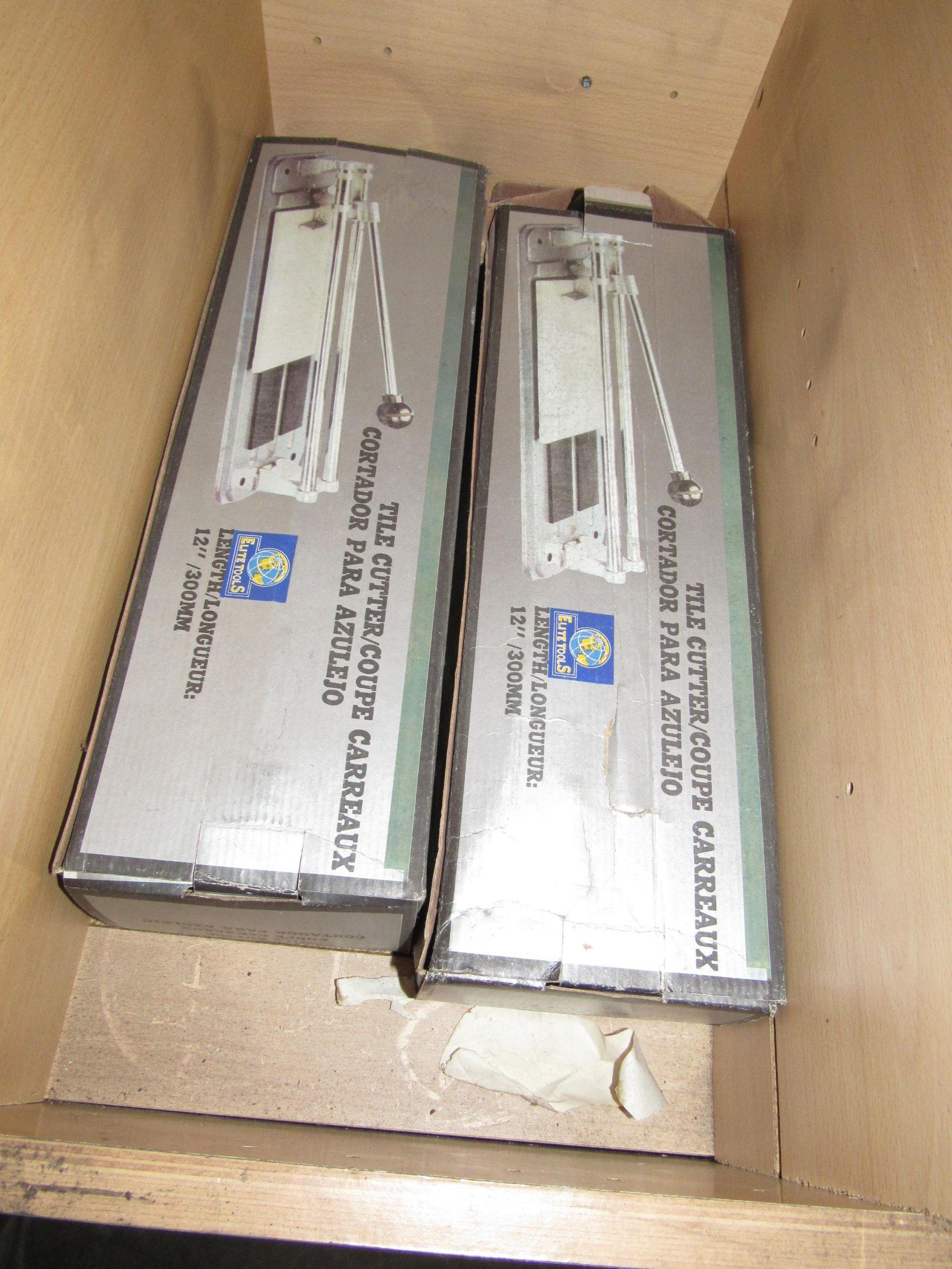 Lot 49 - 2 907 - 300mm Tile Cutting Machine