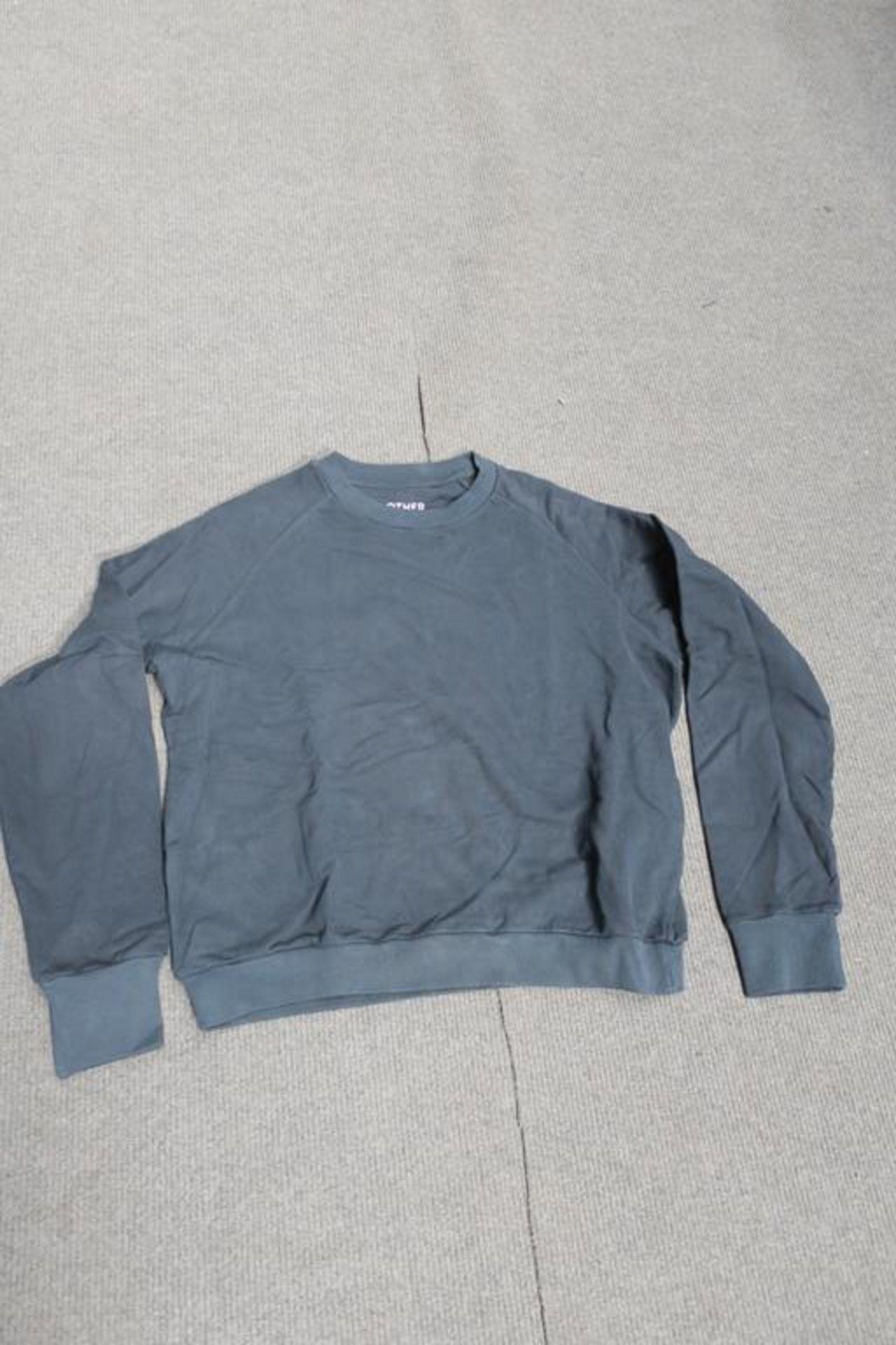 Lot 758 - 8 Other Ragian Sweatshirts Black Long Sleeved, Sizes - 4 x Large, 1 x Medium, 2 x Small and 1 x XSma