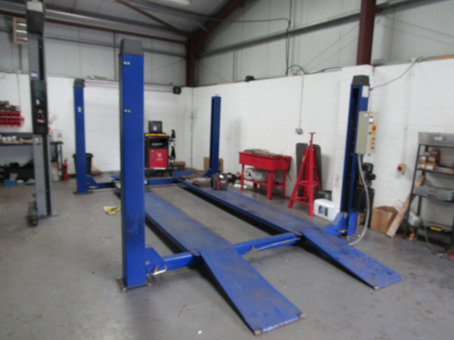 Lot 42 - OMA 522AL 4 Post Vehicle Lift 4000kg Lifting Capacity, Serial Number A025931, Year 2005 (Located