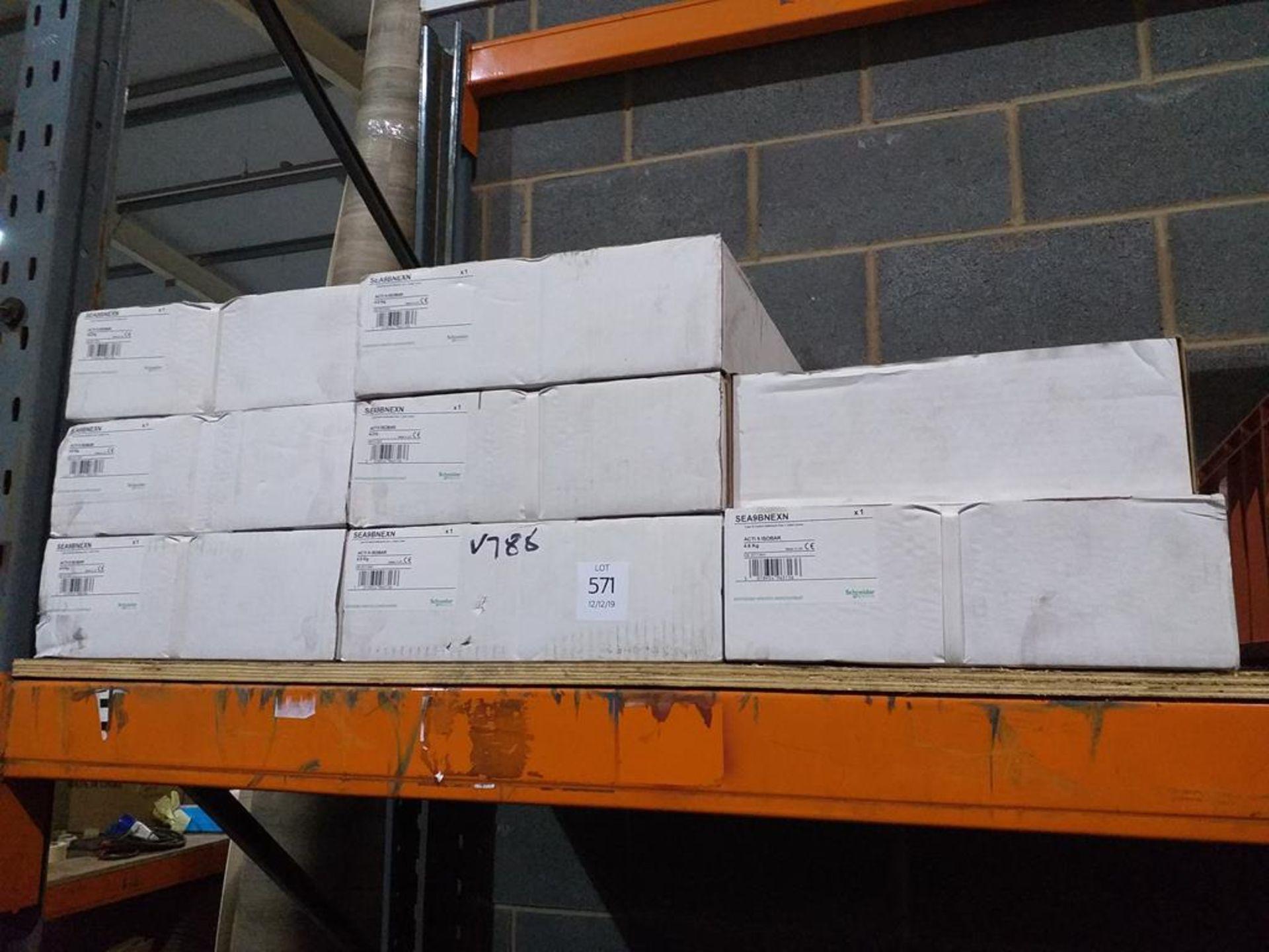 Lot 571 - Schneider Isobar Extension Box