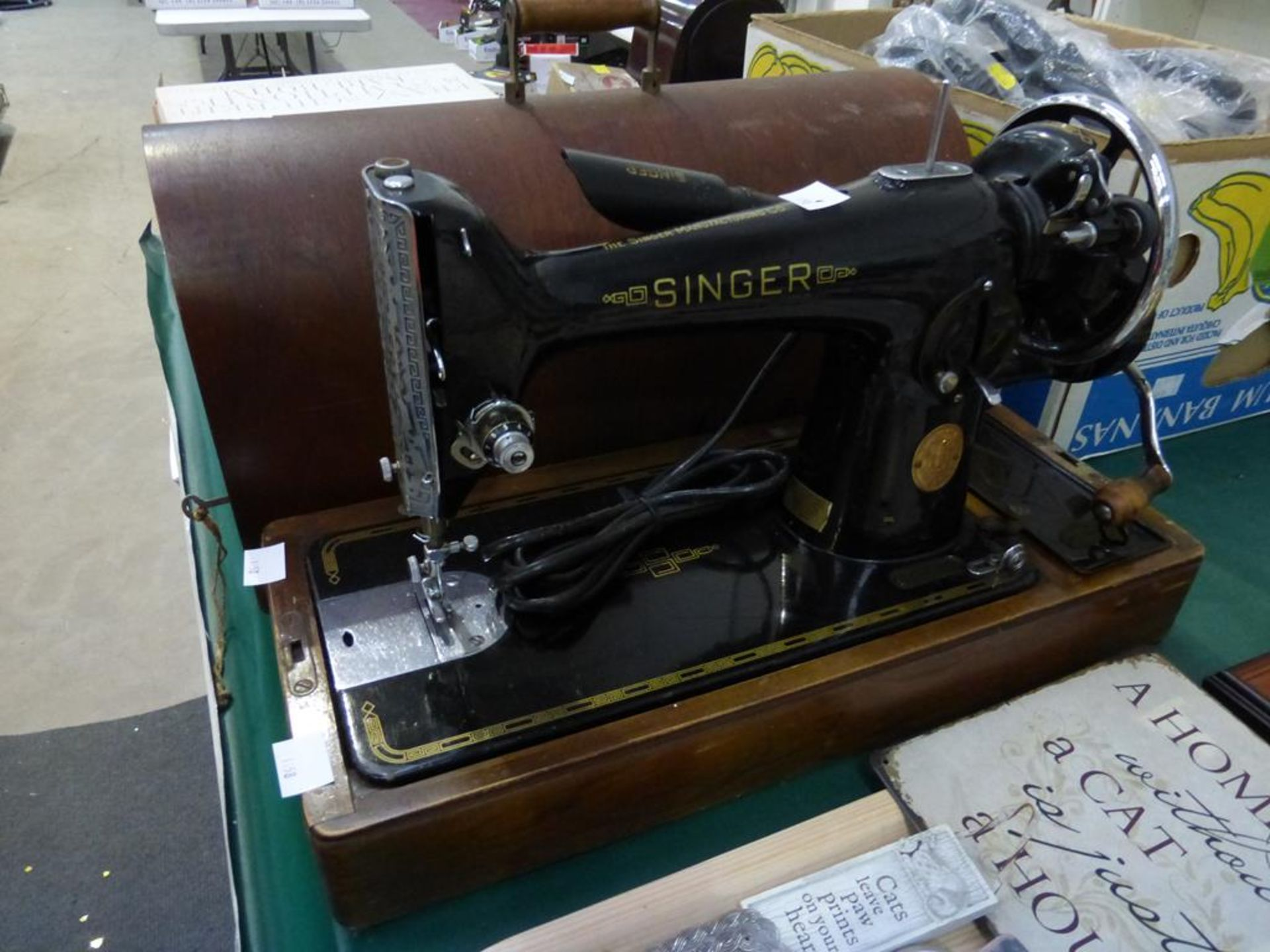 Lot 1158 - A Manual Singer Sewing Machine