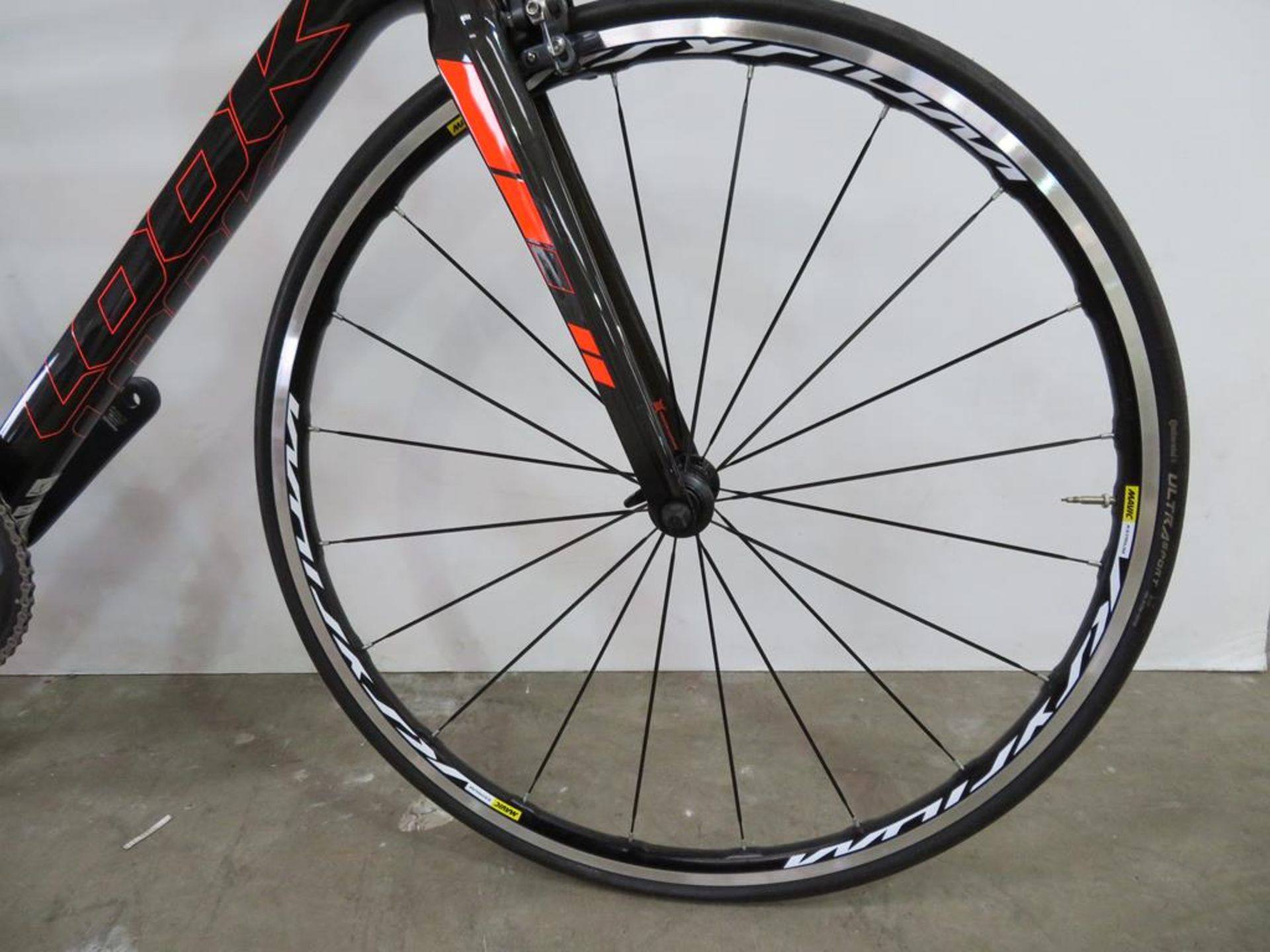 Lot 1 - Look 765 HM Carbon Road Bike with accessories