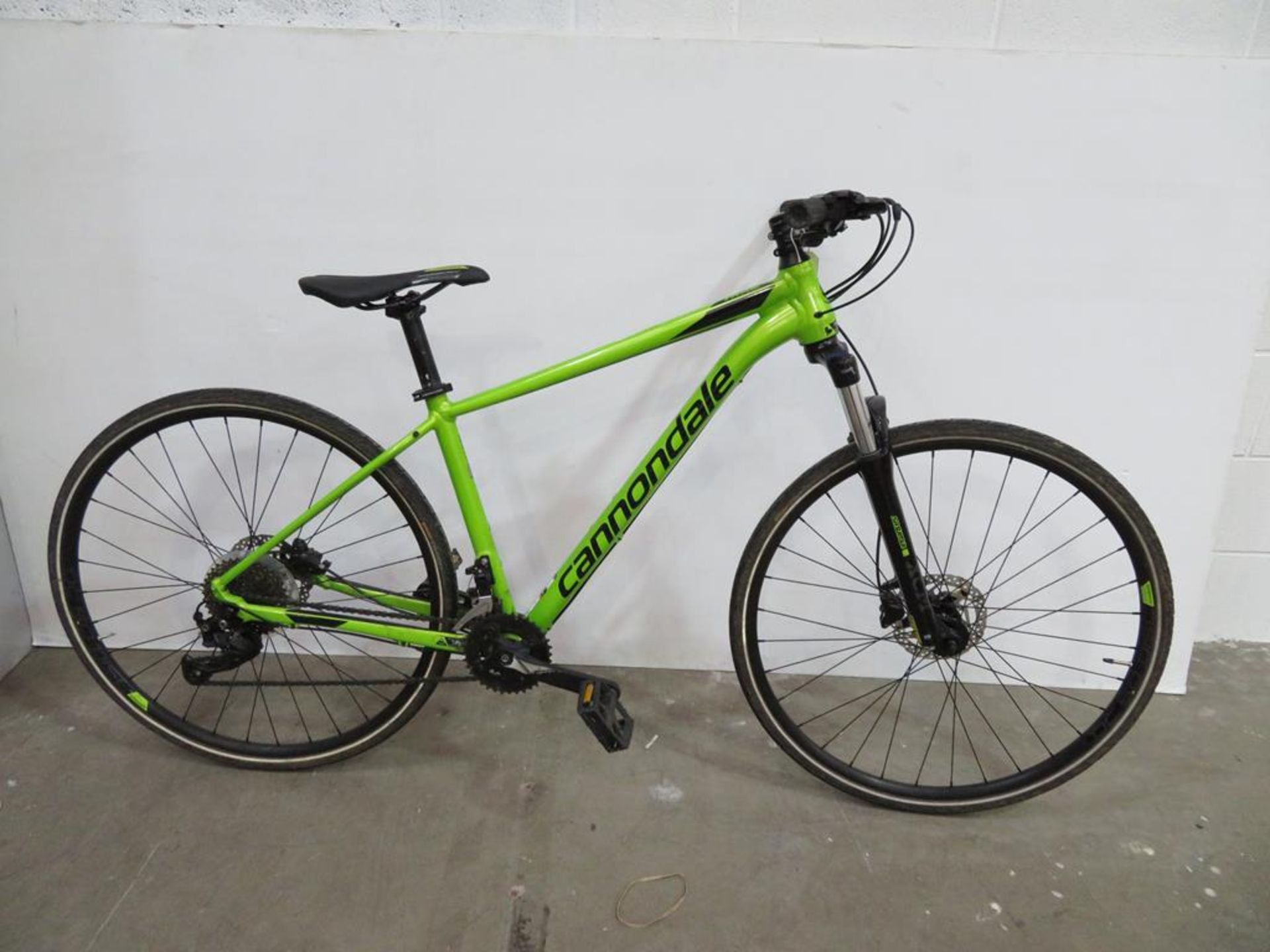 Lot 2 - Cannondale Trail Bike with accessories