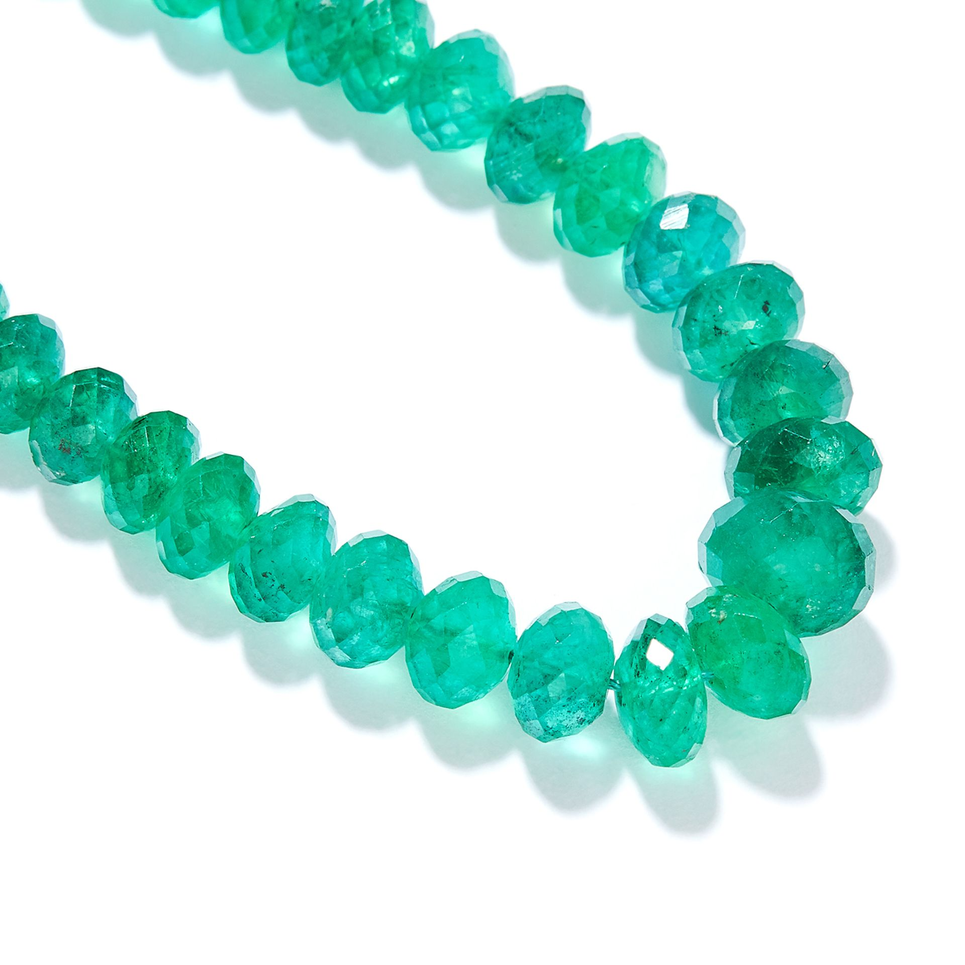 EMERALD BEAD AND DIAMOND NECKLACE in 18ct yellow gold, comprising a row of one hundred and sixteen - Bild 2 aus 2