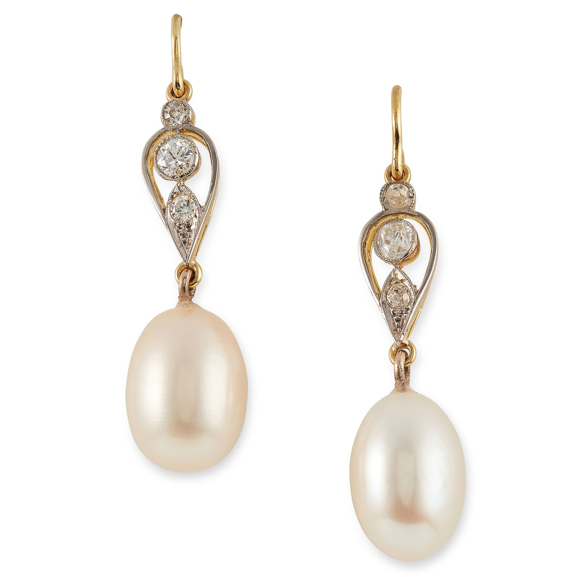 PEARL AND DIAMOND EARRINGS set with round cut diamonds and pearls, 4cm, 6g.