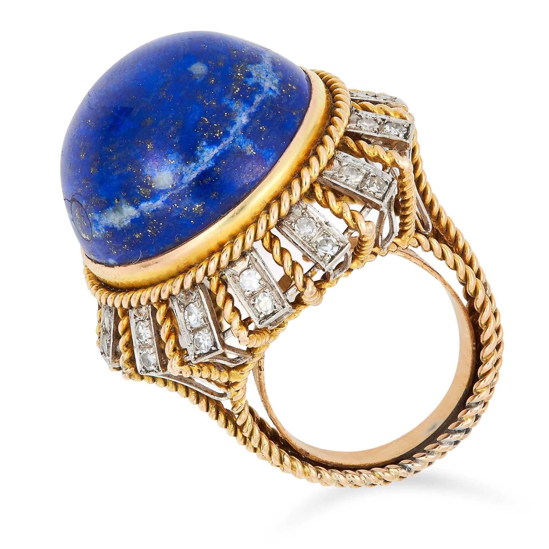 VINTAGE LAPIS LAZULI AND DIAMOND RING set with a circular lapis lazuli cabochon of 29.69 carats - Bild 2 aus 2