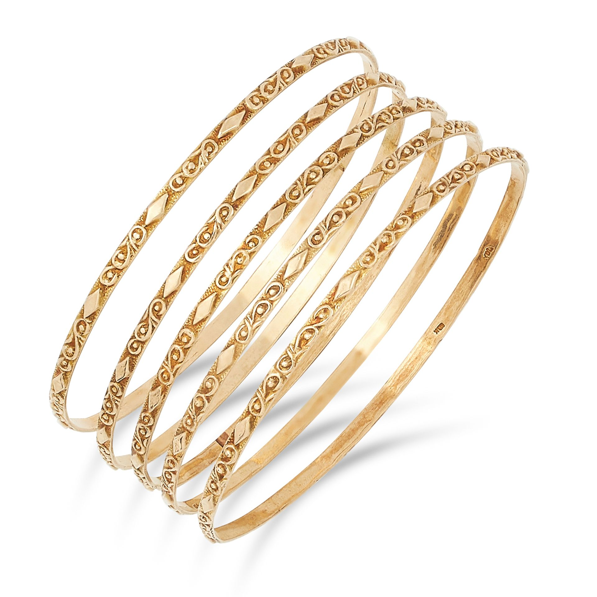 FIVE GOLD BANGLES, with textured design, inner diameter: 6.5cm, 24.7g.