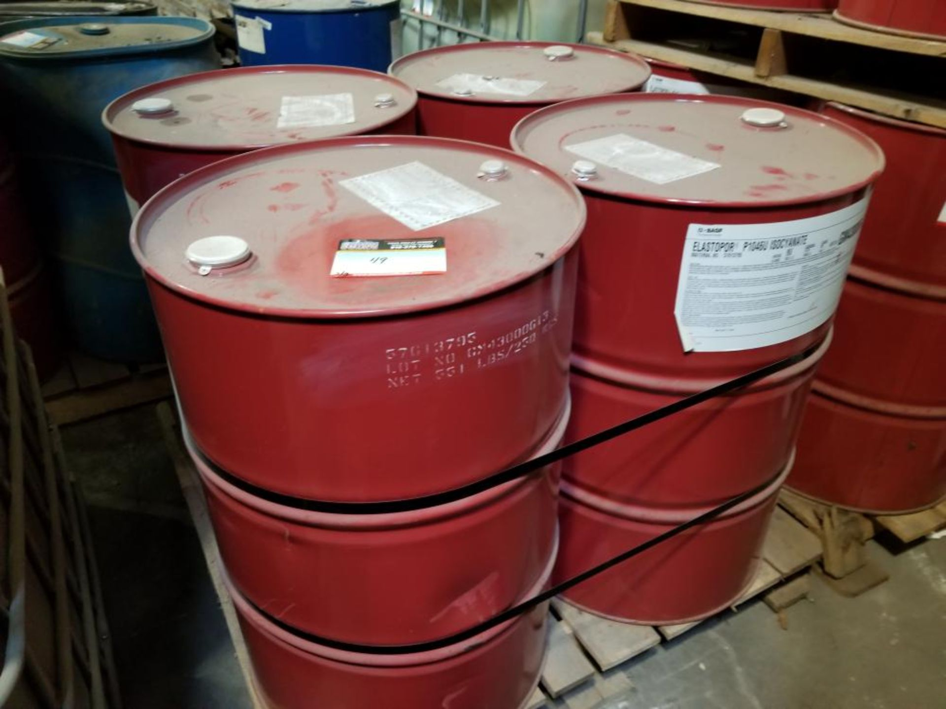 Ribs and 5 barrels of isocyanate / Tôtes et 5 barils d'isocyanate - Image 2 of 3