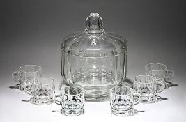 Bowle, sechs HenkelbecherGlashütte Walther. Farbl. Glas. Kantig geschliffene Gefäßkörper. Bowle H 29