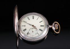 HerrentaschenuhrUm 1900. Halbsavonnette. Gehäuse 800er Silber. D 5,1 cm. Beide Deckel außen mit