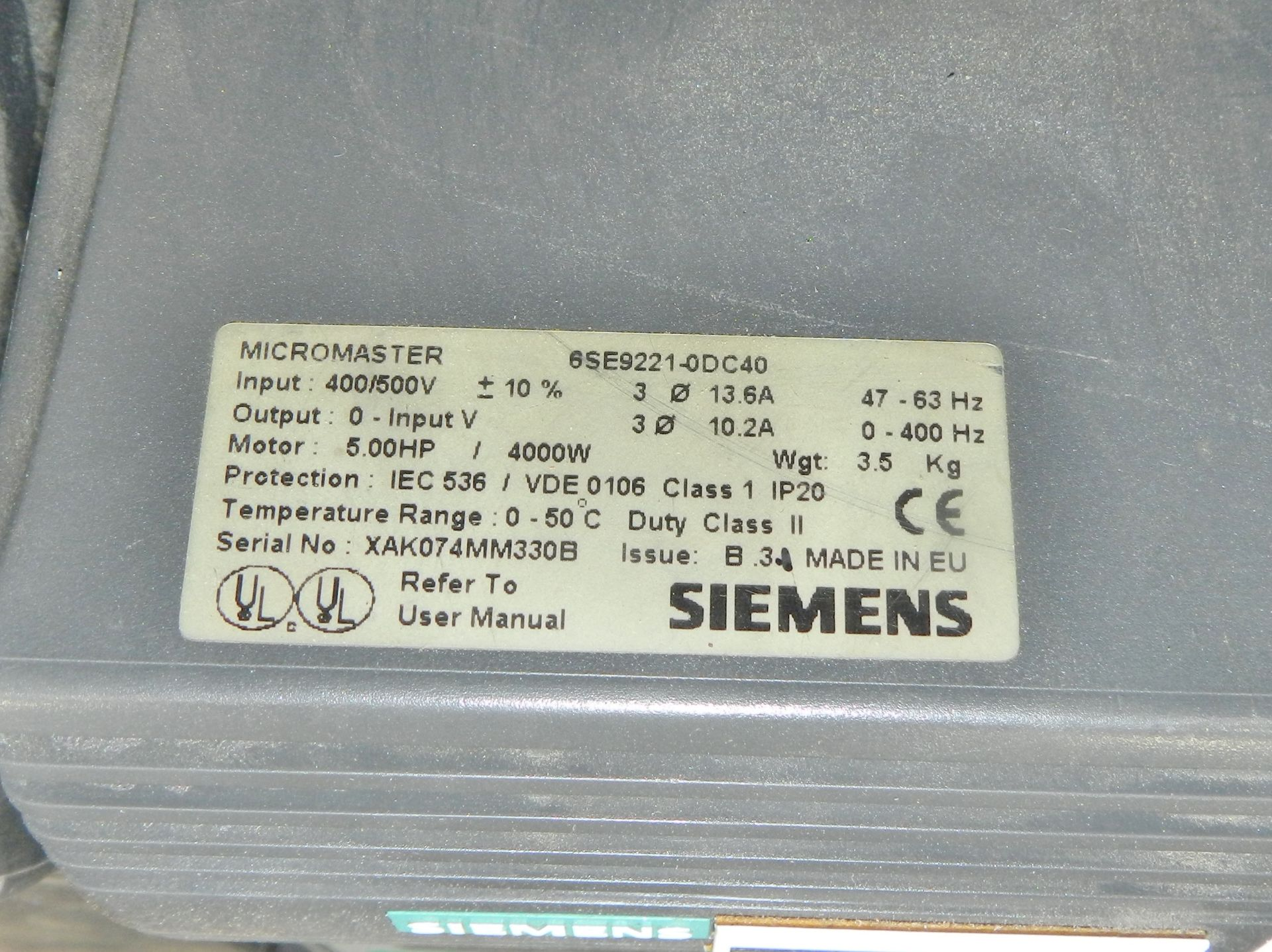Lot 3 - Lot of 8 SIEMENS 6SE9221-0DC40 5HP 4KW 380-500VAC AC DRIVE