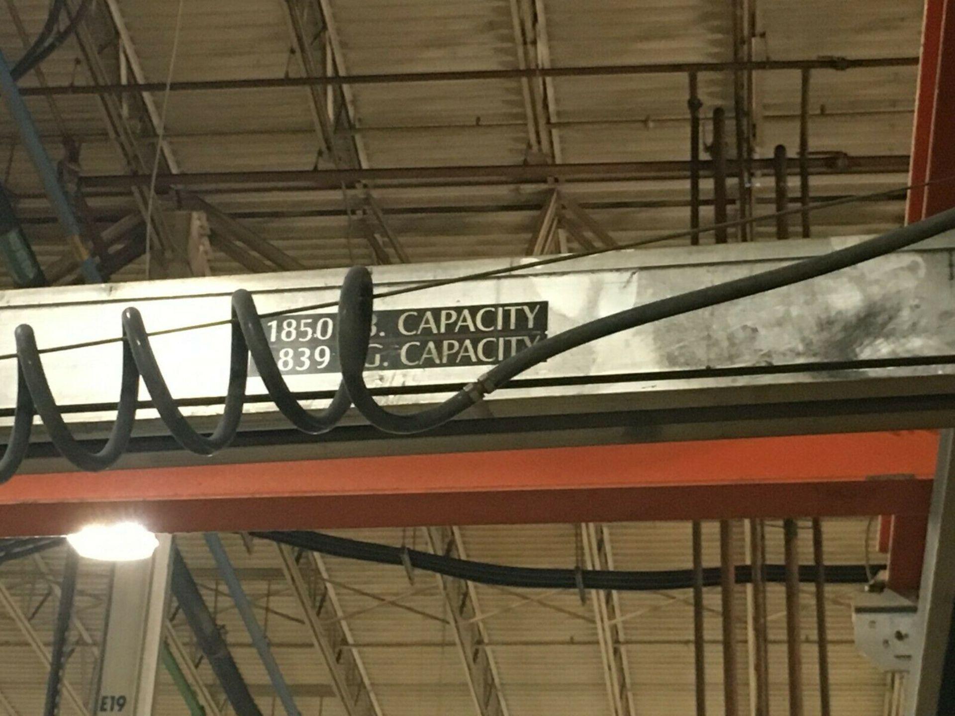 Lot 40 - 1850 lb Free Standing Bridge Crane w/ Air Hoist