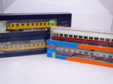 HO GAUGE - A group of coaches by ROCO, LILIPUT and