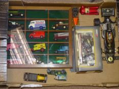 A MIXED TRAY OF DIECAST to include A DISPLAY CABINET WITH A QUANTITY OF LOOSE LLEDO AND YESTERYEARS,