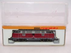 N GAUGE - An Arnold German BR 220 diesel locomotiv
