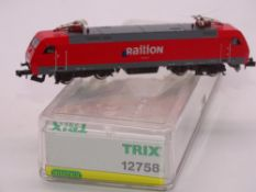 N GAUGE - A Trix German BR 182 electric locomotive