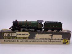 """OO GAUGE - A Wrenn W2222 Castle class steam locomotive """"Devizes Castle"""" in GWR green. F-G (nameplate"""