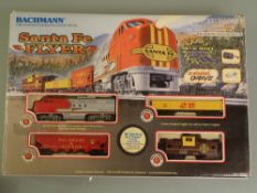 HO GAUGE - A Bachmann American outline Santa Fe Flyer train set. Appears complete. VG in G box
