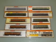 N GAUGE - A group of coaches by Arnold together wi