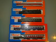 HO GAUGE - A group of Roco coaches in various DB l