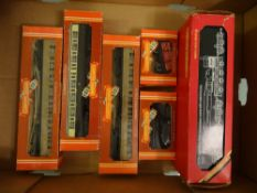 OO GAUGE - A tray of wagons and coaches by Hornby (6) VG-E in G-VG boxes