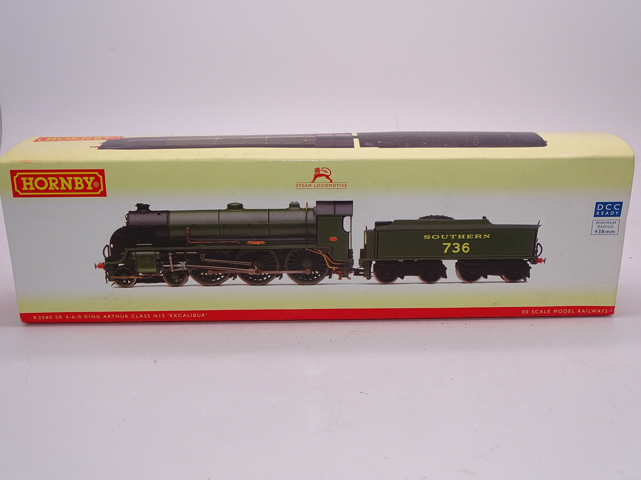 Lot 47 - OO Gauge -A Hornby R2580 Class N15 steam locomotive in Southern Railway livery - 'Excalibur' - VG in