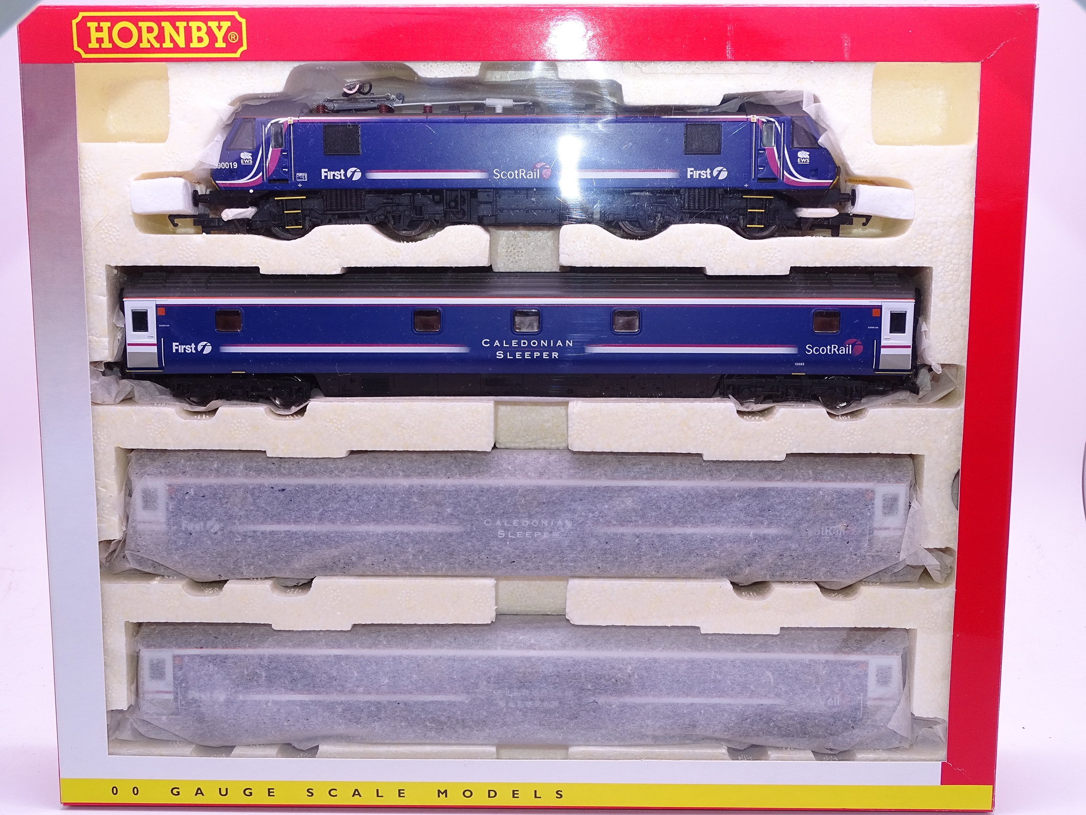 Lot 35 - OO Gauge -A Hornby R2663A 'Caledonian Sleeper' train pack including electric loco and 3 coaches - E,