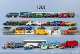 Konv. über 60 H0 Modellfahrzeuge, dabei Sattelzüge, Lastzüge, Omnibusse, Pkw usw., versch.