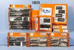 Konv. 25 H0 Roco Minitanks Militär-Modellfahrzeuge, dabei Lkw, Panzer usw., Kunststoffausf., sehr