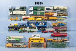 Konv. über 40 H0 Modellfahrzeuge, dabei Pkw, Oldtimer, Lkw, Postmodelle, Anhänger usw., versch.