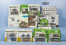 Konv. 23 H0 Modellfahrzeuge, dabei Panzer, Busse, Lkw, Unimog usw. sowie 2 Figurensets 872,
