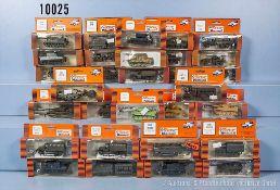 Konv. 30 H0 Roco Minitanks Militär-Modellfahrzeuge, dabei Panzerkampfwagen, Lkw und
