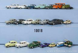 Konv. 21 Modellfahrzeuge, Pkw und Oldtimer, Kunststoff- und Metallausf., M 1:43 bis 1:72, versch.