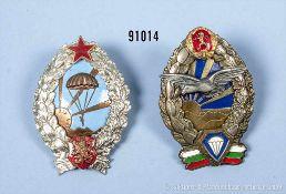 Bulgarien, 2 versch. Abzeichen für Fallschirmspringer, NK, rückseitig Schraubscheiben, guter