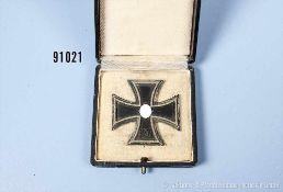 """EK 1 1939, Hersteller """"L/50"""" unter dem Nadelhaken, im dazugehörigen Etui, guter Zustand mit"""