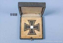 """EK 1 1939, Hersteller """"65"""" auf der Nadel, im dazugehörigen Etui, guter Zustand mit Altersspuren"""