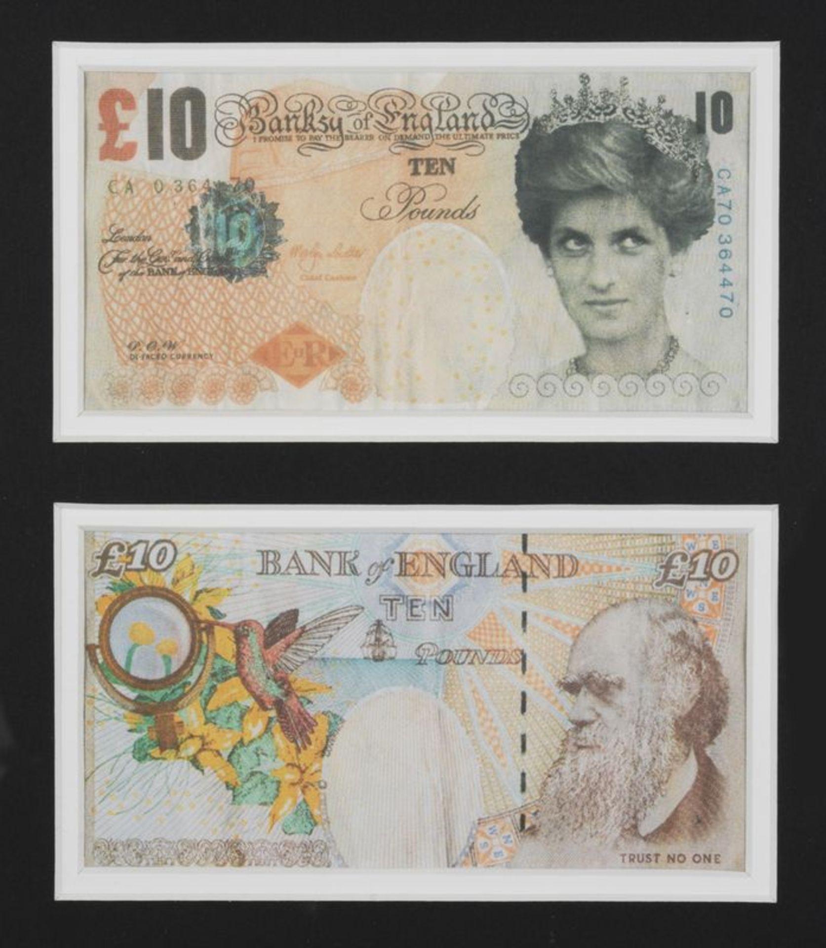 Los 8 - BANKSY (1974) - Difaced tanner £10, 2004- Offset lithographie sur papier 7,6 x 14,4 [...]
