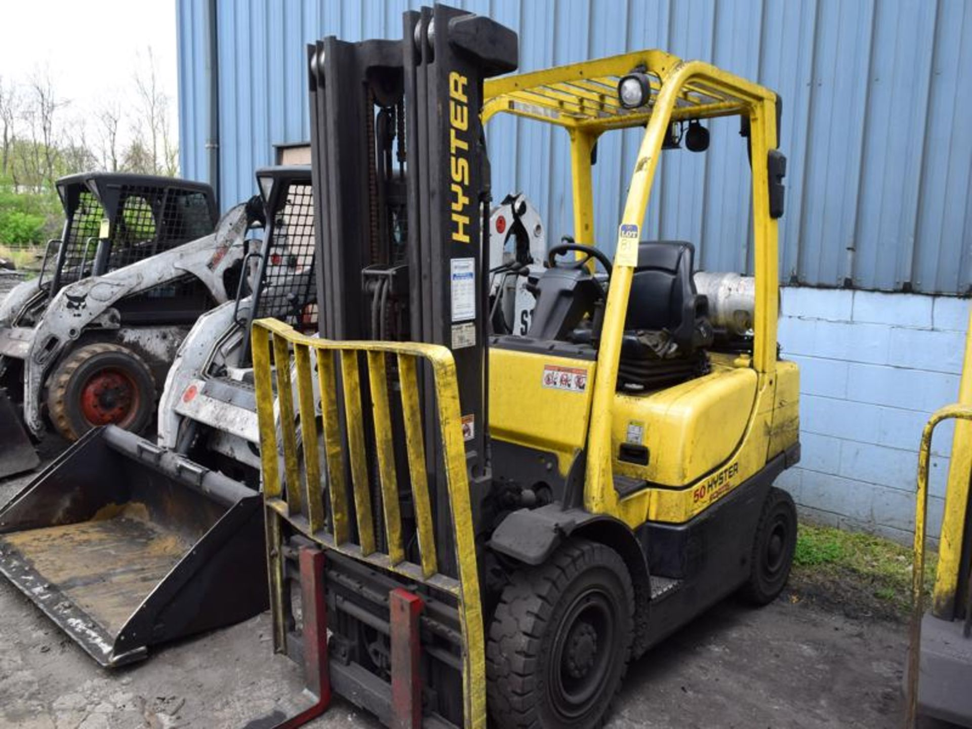 Lot 81 - Hyster model h50f1 5000# l/p powered fork lift truck s/n L177b16058M, 1783 hours, side shifter