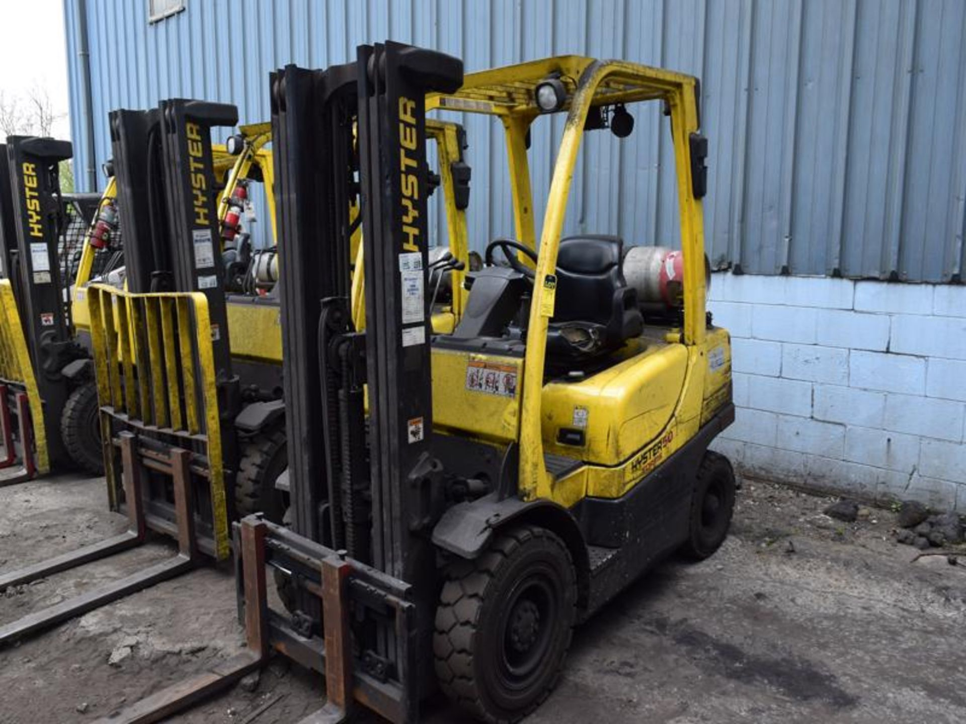 Lot 79 - Hyster model h50f1 5000# l/p powered fork lift truck s/n L177b21983F, 4536 hours, side shifter