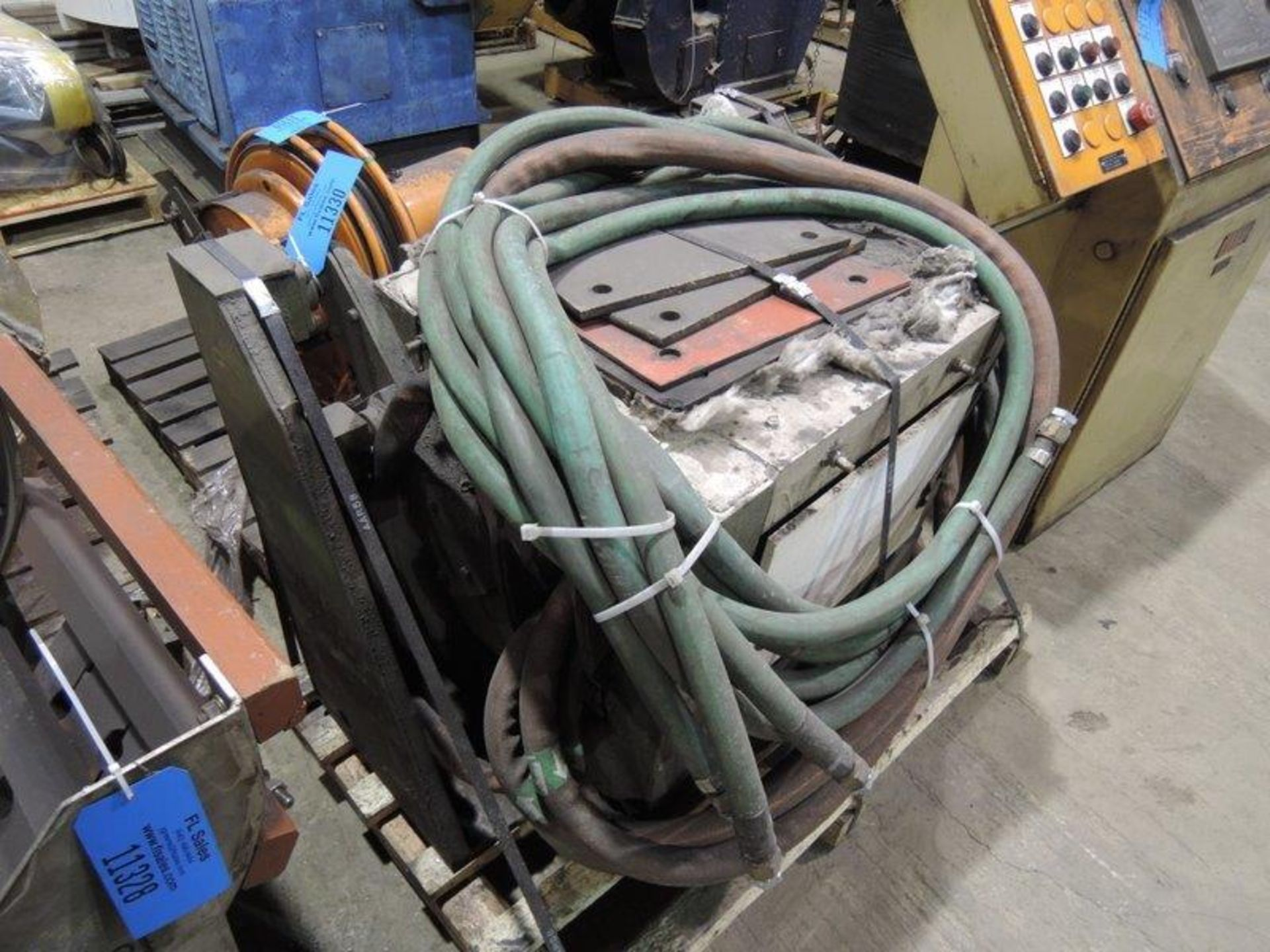Lot 65 - 100# TRANSITE BOX FURNACE WITH STAND AND CABLES