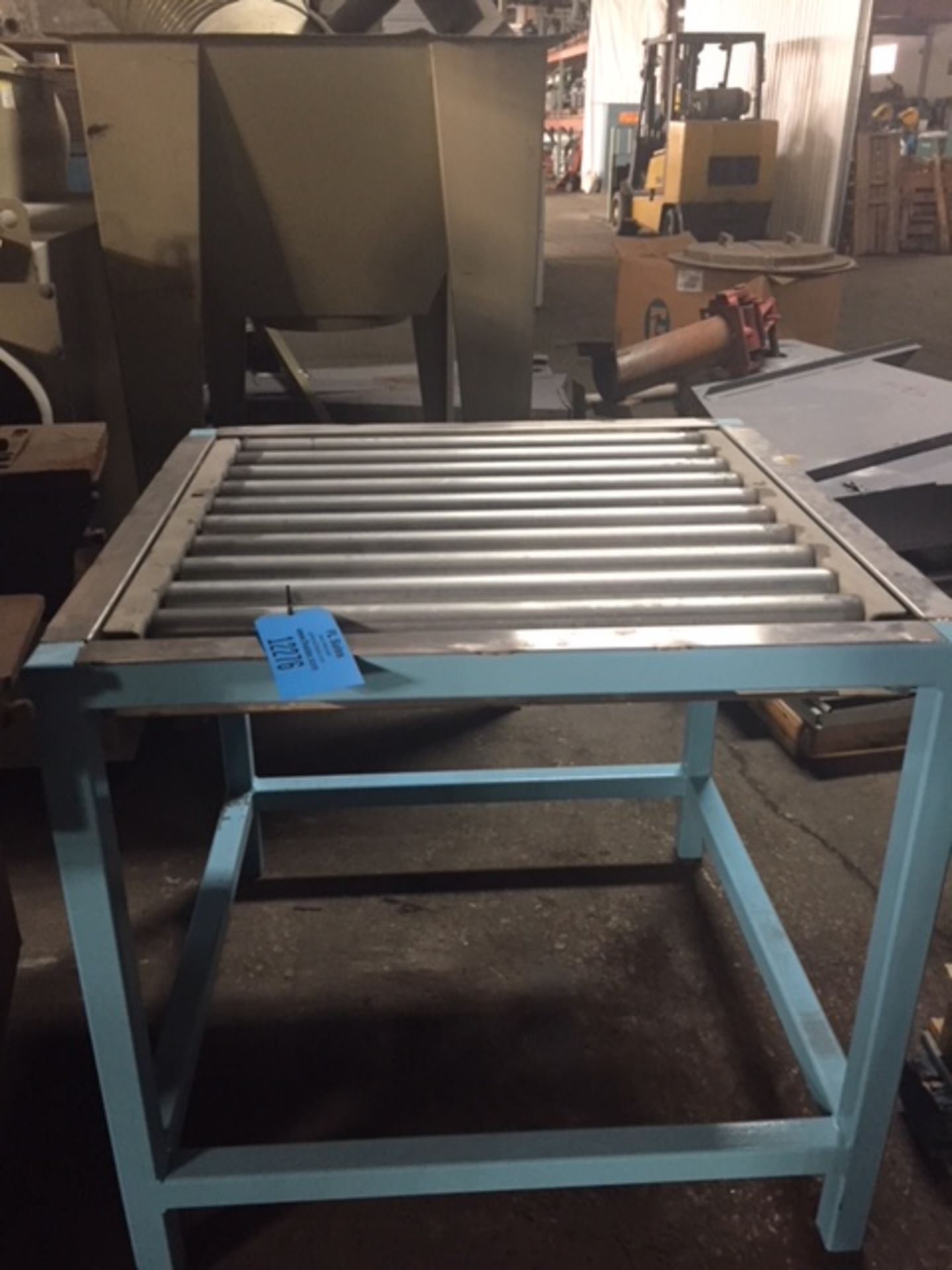 """Lot 19 - STAINLESS STEEL ROLLER CONVEYOR TABLE, 30"""" LONG- 29.6"""" ROLLERS, 2 9/16"""" DIAMETER ON 3"""" CENTERS"""