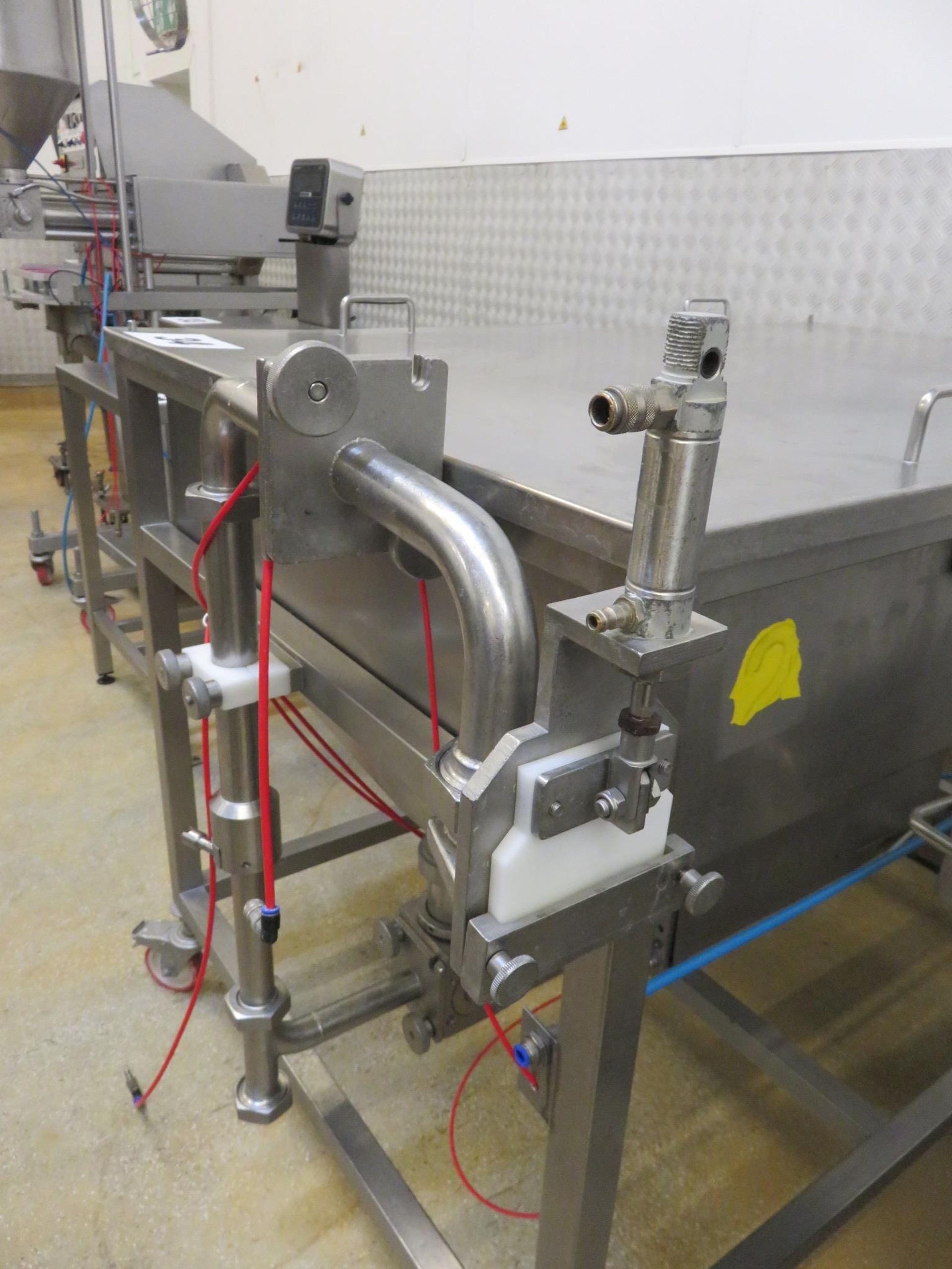 Lot 34 - Apple Depositor Model MR. 900, Low Level. Hopper 1400 x 950 x 500 mm deep. Mobile on. Lift out £30