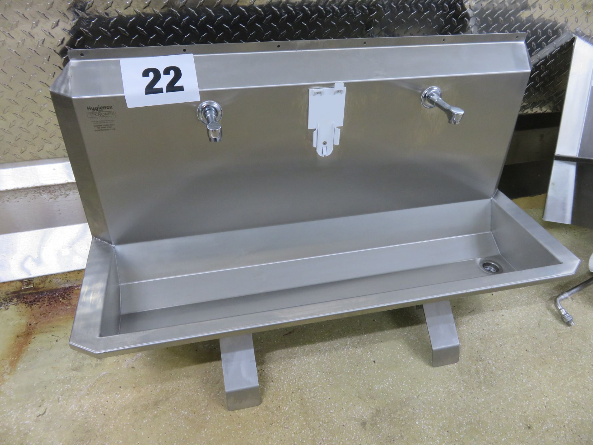 Lot 22 - Teknomek S/s Sink 2 station, knee operated. Lift out £15