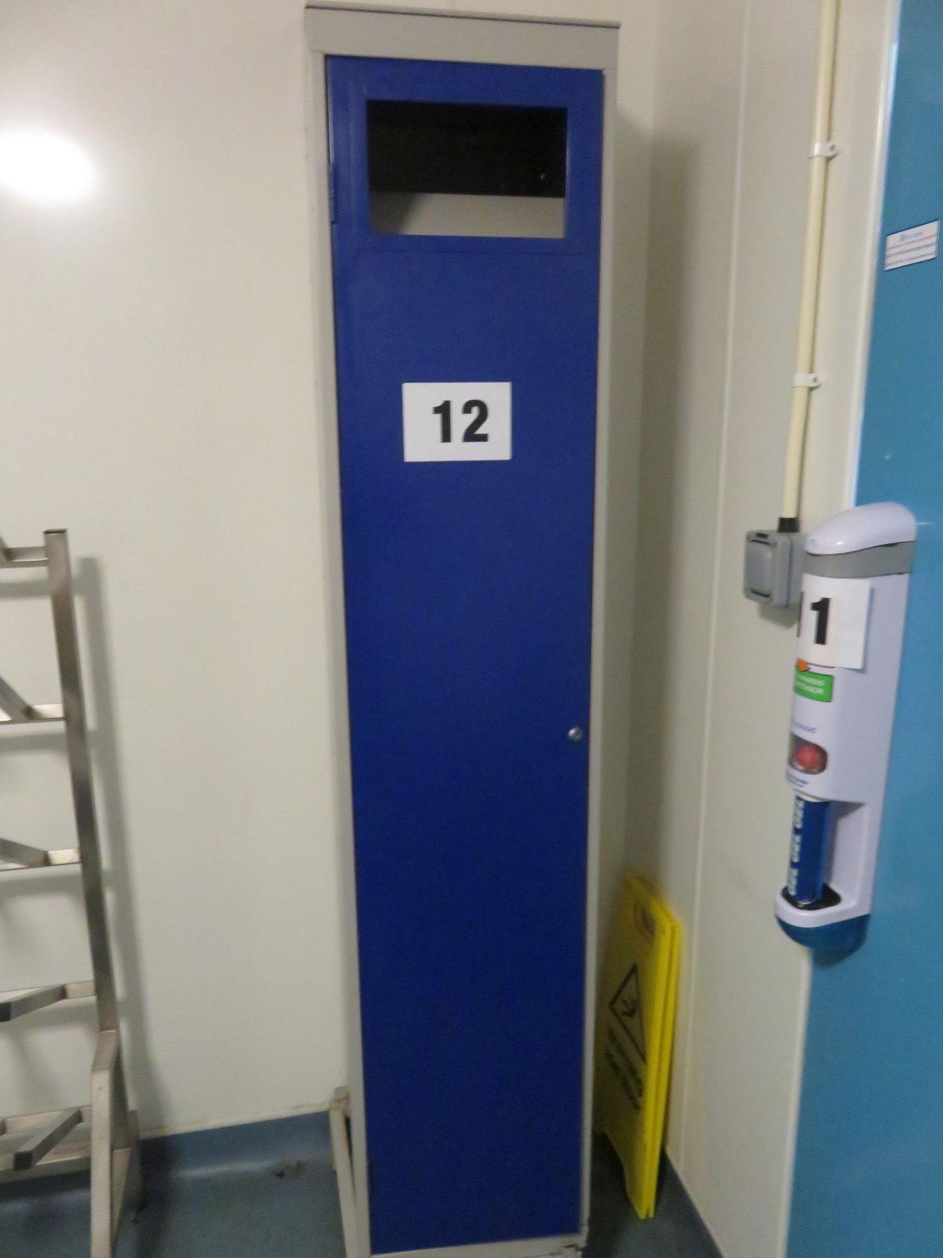 Lot 12 - Laundry Locker. Lift out £10