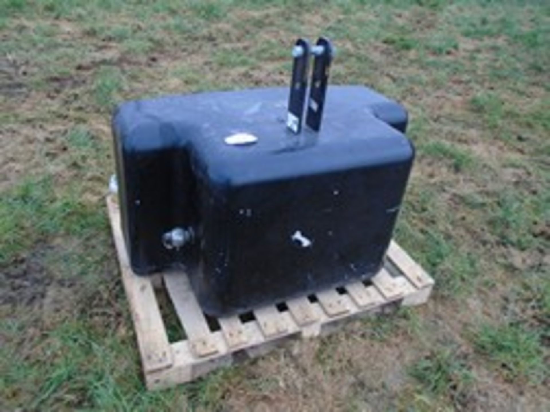 Lot 53 - 1050kg weight block
