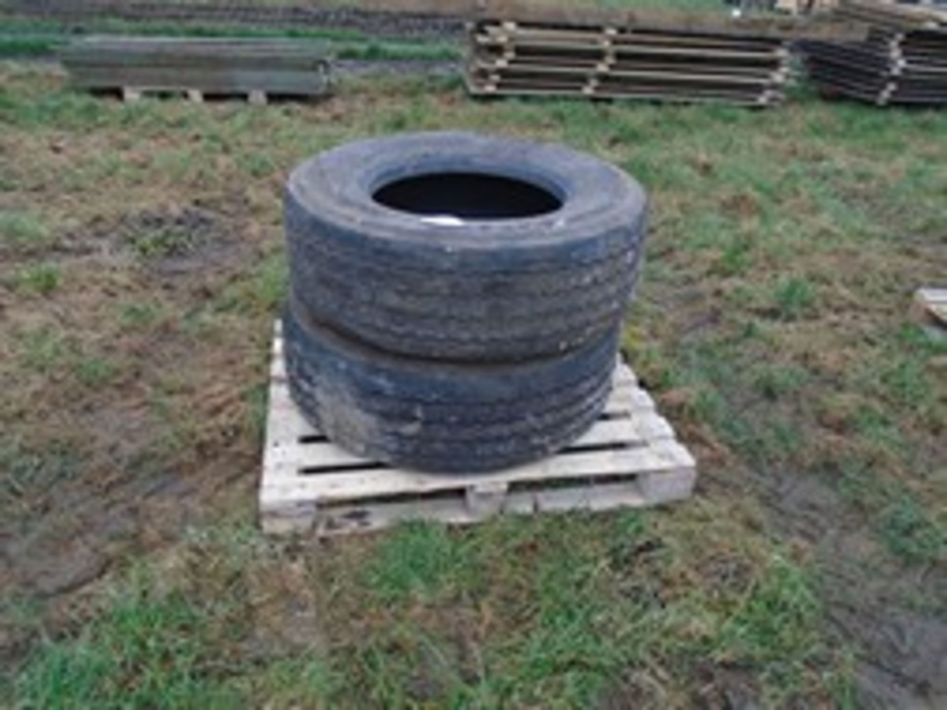 Lot 3 - 2x 385/65R22.5 tyres